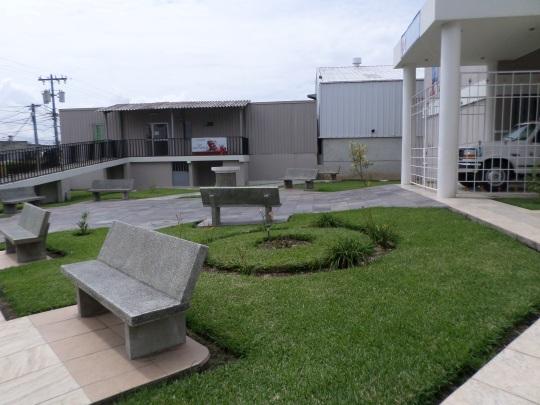 El albergue del hospital, se encuentra frente a la Plaza Juan Pablo II